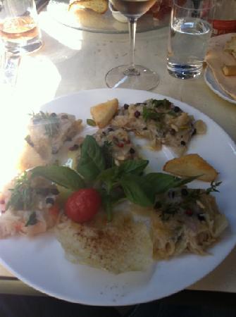 Al Covo: saor di pesce e verdure, praticamente una badilata di cipolle con sotto dei pesciolini da 5€ al