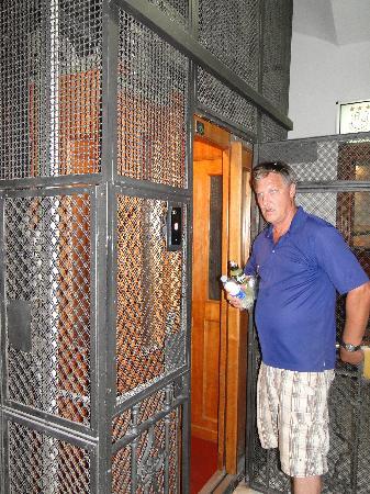 โรงแรมซอนยา: Elevator