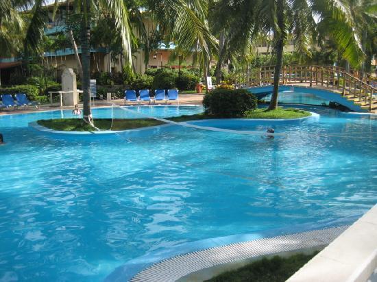 Sol Sirenas Coral Resort: Área de Piscina