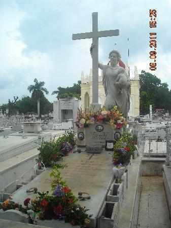 Christopher Columbus Cemetery (Cemetario de Colon): Cementerio de Colón_La Milagrosa_Amelia Goyri
