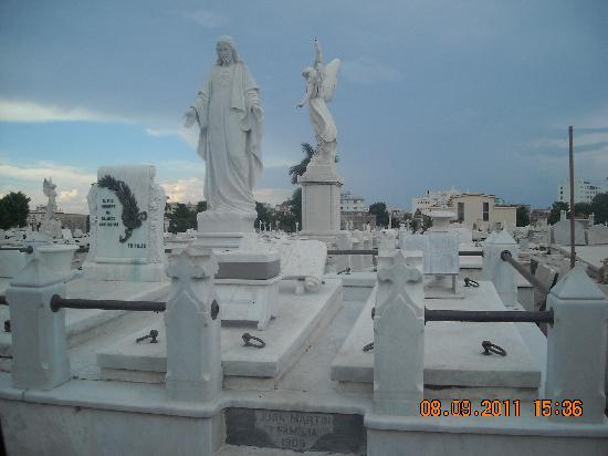 Christopher Columbus Cemetery (Cemetario de Colon): Cementerio de Colón_La tumba del dominó