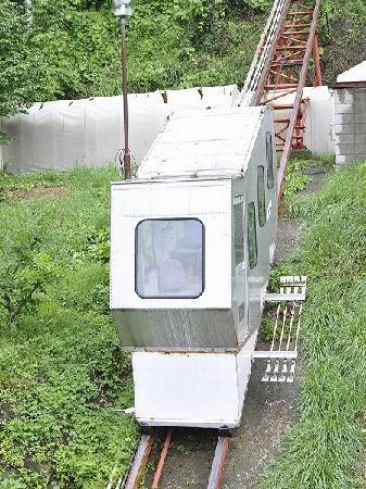 Hishino Onsen Tokiwakan: 長野県小諸 菱野温泉常盤館館内専用登山電車