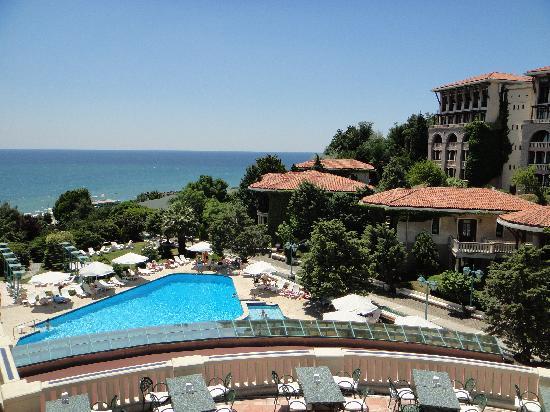 Klassis Resort Hotel: beautifull location but...