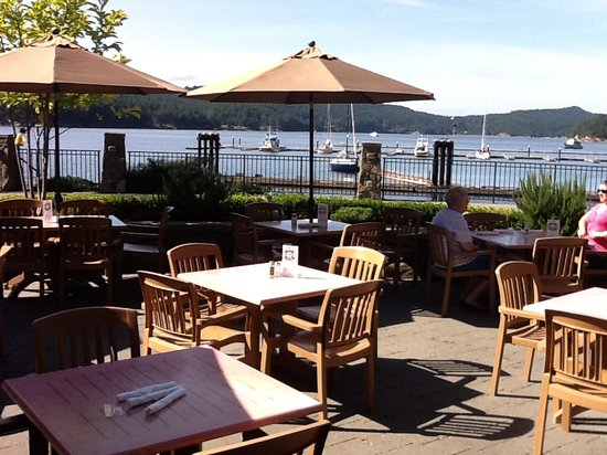 Bedwell Bay Pub: Bedwell Harbour Marina from Poetscove Pub Resturant