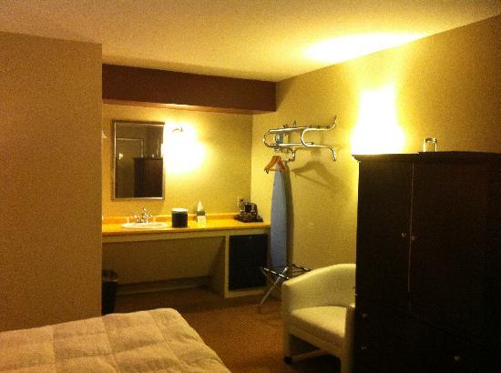 The Thunderbird Inn: Our room