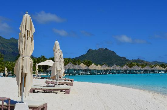 The St. Regis Bora Bora Resort: View of the bungalows from the private beach