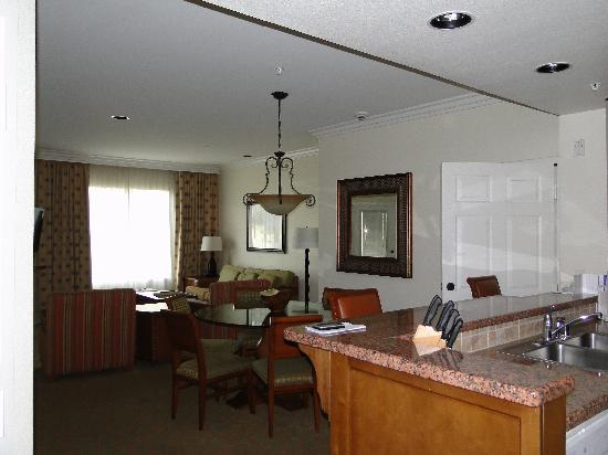 Marriott's Shadow Ridge I-The Villages: dining and sitting area
