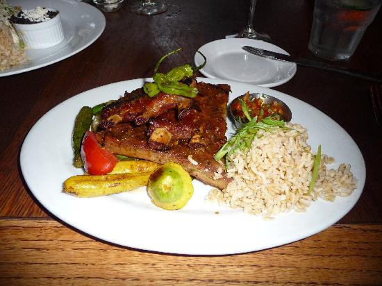 Robin's Restaurant: Pork ribs with rice and veggies
