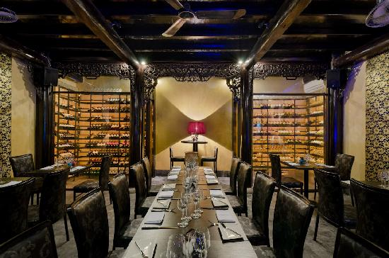 Green Mango Restaurant: Dining area with the cellars