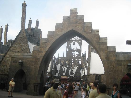 The Wizarding World of Harry Potter: Gate to the park