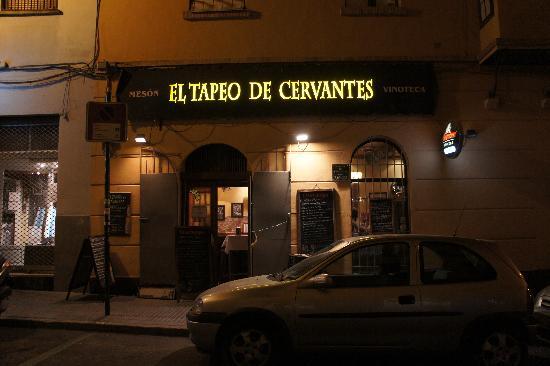 Tapeo de Cervantes: お店の前