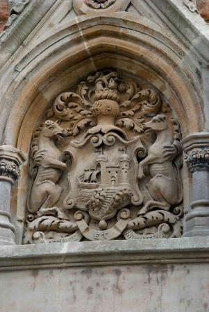 Cabot Tower: Crest