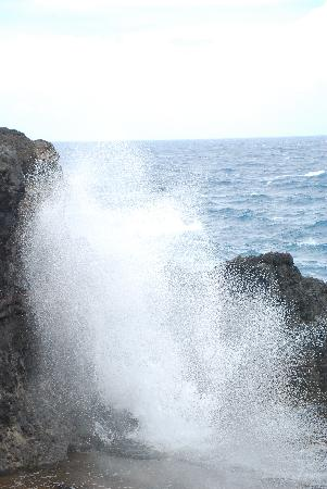 Nakalele Blowhole: and blows even harder