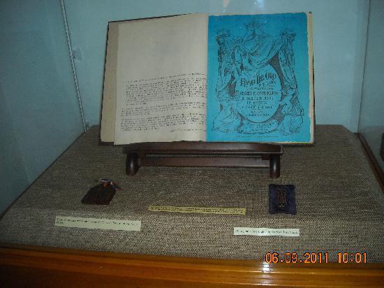 House of Jose Marti (Casa Natal De Jose Marti): Casa Natal de José Martí_La edad de oro_infaltable en la biblioteca después de esta visita