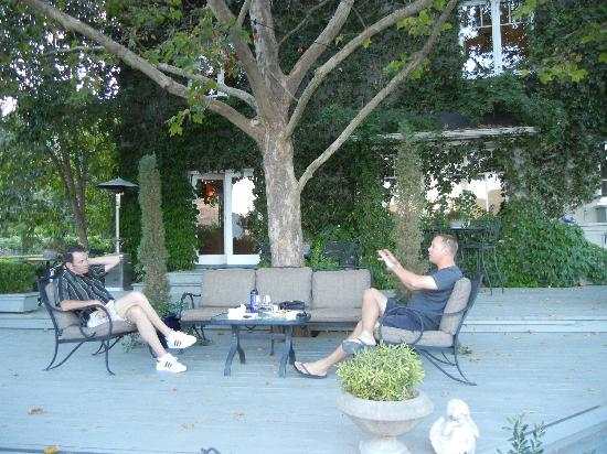 Chateau de Vie: Visiting with another guest
