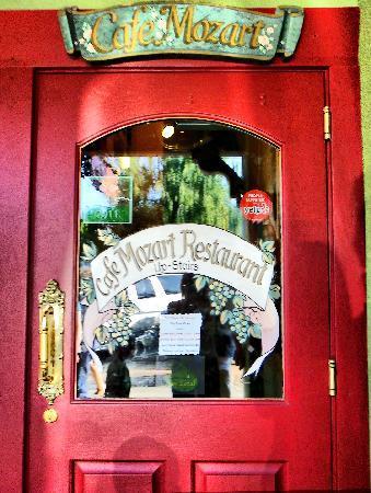 Mozart's Steakhouse: Nice Door!