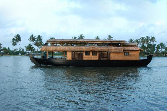 In Love with Kerala Tours: Luxury AC Houseboat
