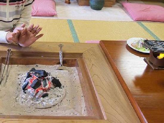 Kaikoen : 本物の炭火です(朝食)