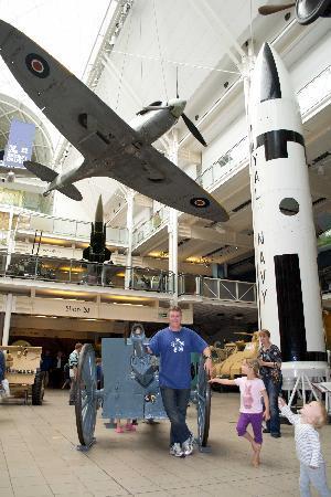 พิพิธภัณฑ์สงครามจักรวรรดิ: IWM Foyer 2