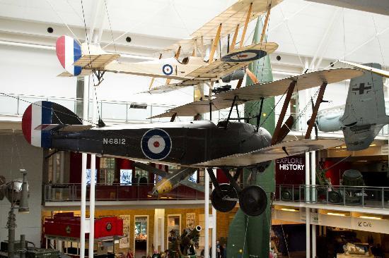 พิพิธภัณฑ์สงครามจักรวรรดิ: Lots planes