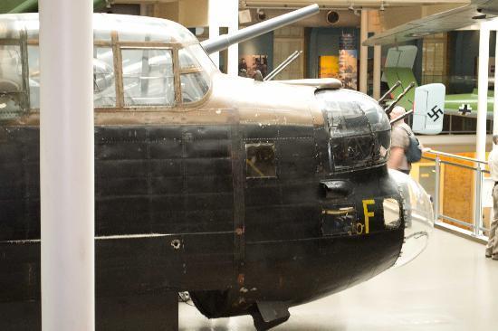 พิพิธภัณฑ์สงครามจักรวรรดิ: A Lancaster which you can walk through