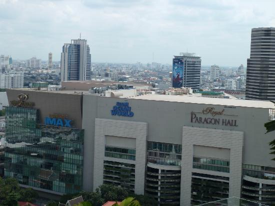โรงแรม เซ็นทาราแกรนด์ แอท เซ็นทรัลเวิลด์: View from pool area