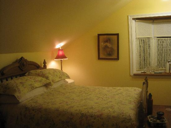 Parliament Cottage B&B circa 1840: our bedroom