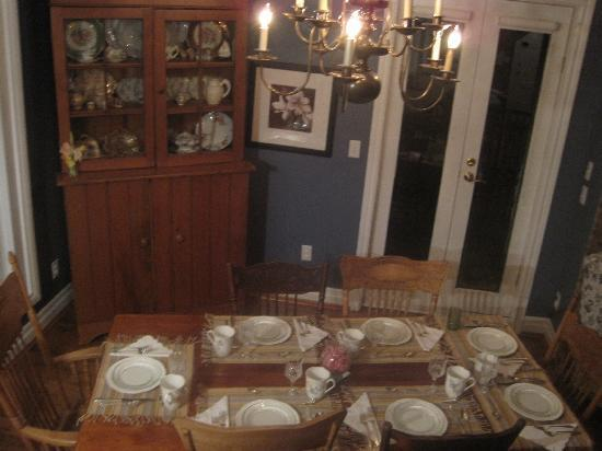 Parliament Cottage B&B circa 1840: breakfast table