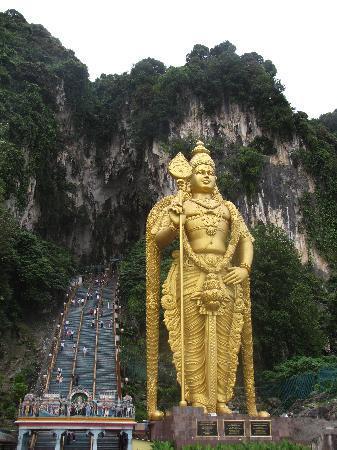 โรงแรมจีทาวเวอร์: staircase leading into Batu caves