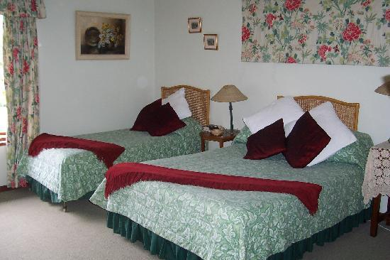 Jean Lee Guest Cottages: Rose Room with Annex