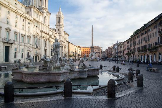 Residenza Canali ai Coronari: Piazza Navona at dawn