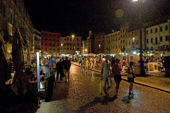 Residenza Canali ai Coronari: Piazza Navona at Night