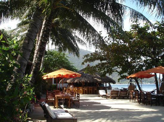 ซันเซ็ท แอท อนินวน บีช รีสอร์ท: Outdoor dining area & bar