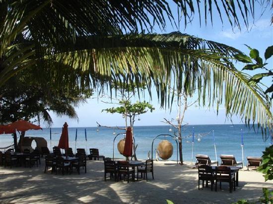 ซันเซ็ท แอท อนินวน บีช รีสอร์ท: View of the ocean from the resort