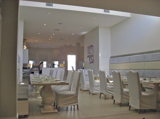 The Deep Blue Dining & Bar: Mid-morning view of Water Table Restaurant