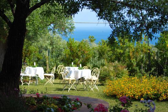 Hotel Relais du Silence Pian Delle Starze: tavolini