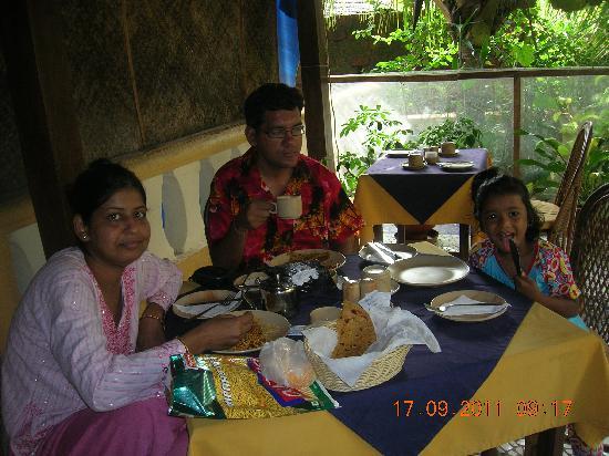 Bougainvillea Guest House Goa: Breakfast area