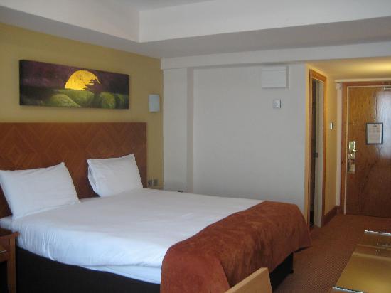 Treacys Hotel Waterford: Looking back to front door