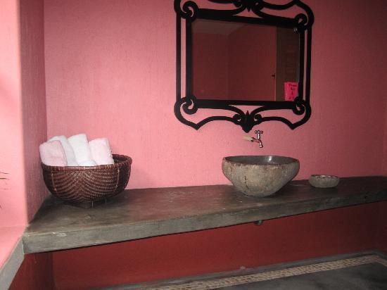 พิงค์ โกโก้ บาหลี โฮเต็ล: Bathroom