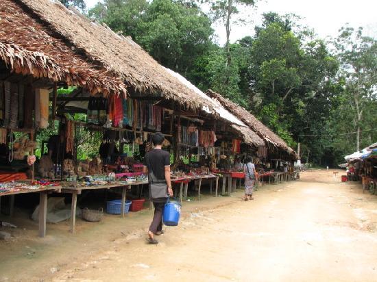 Phnom Kulen National Park: Vensor stalls at Phnom Kulen