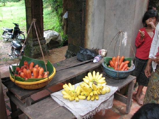 Phnom Kulen National Park: Orange coloured bananas?