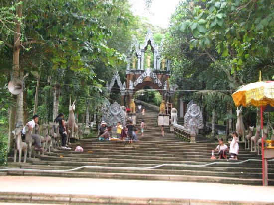 Phnom Kulen National Park: Temple approach at Phnom Khulen