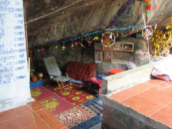Phnom Kulen National Park: Monks quarters at Phnom Kulen