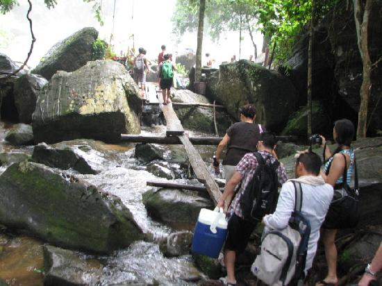 Phnom Kulen National Park: Water fall approach