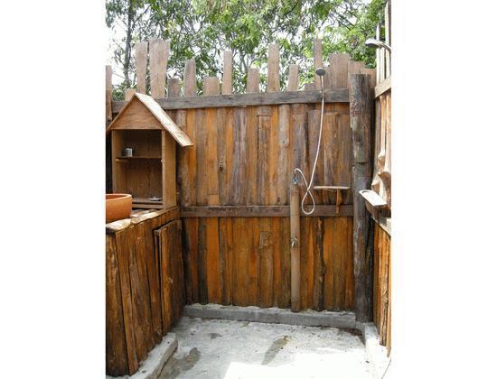 บ้านจันทร์ส่องแสงโฮมสเตย์: Family House bathroom