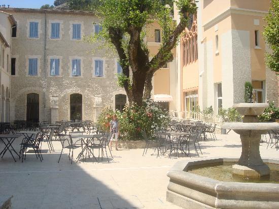 โอสเตลเลอรี โนเทรอ ดาม เดอ ลูมีแยร์ส์: Terrasse de l'hôtel magnifique