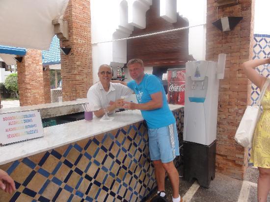 El Pueblo Tamlelt: mein mann mit kelner