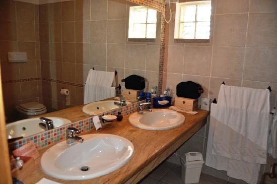 Hotel Marinedda Thalasso & SPA: Salle de bains