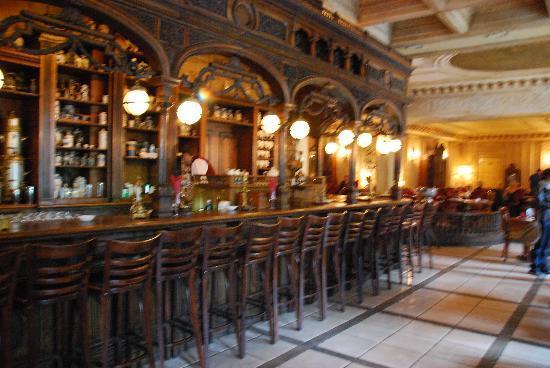 Cafe Pushkin: Bar Area
