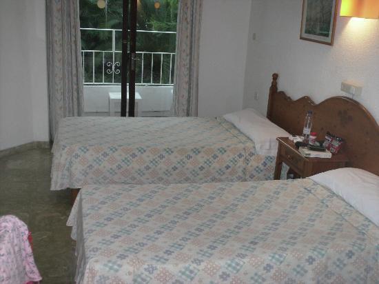 Hotel Antares: bedroom